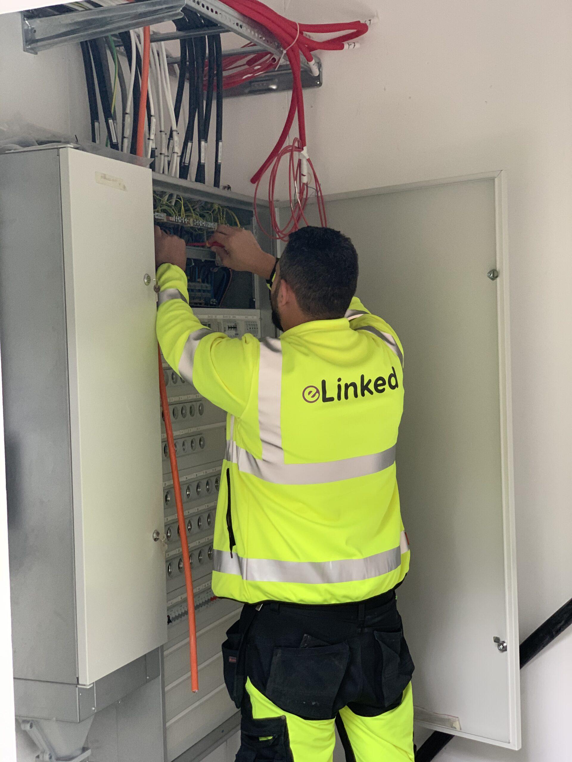 eLinked är ett bemanningsföretag som hyr ut ECY-ECY-certifierade elektriker